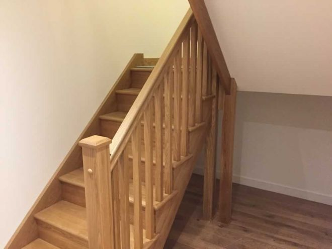 Oak staircase fitting