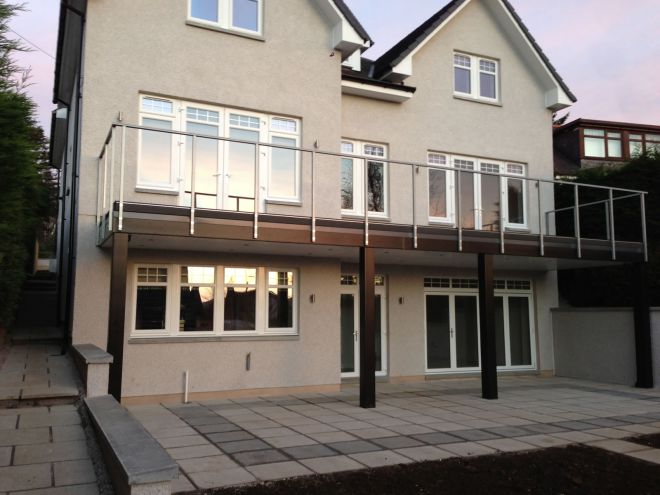 House extension with balcony
