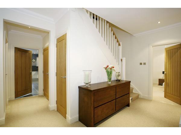 fitting skirtings & doors-frames - joinery