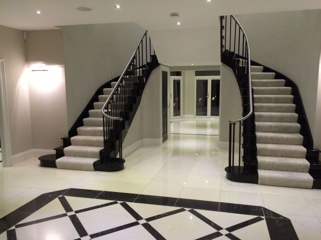 Double staircase and entrance